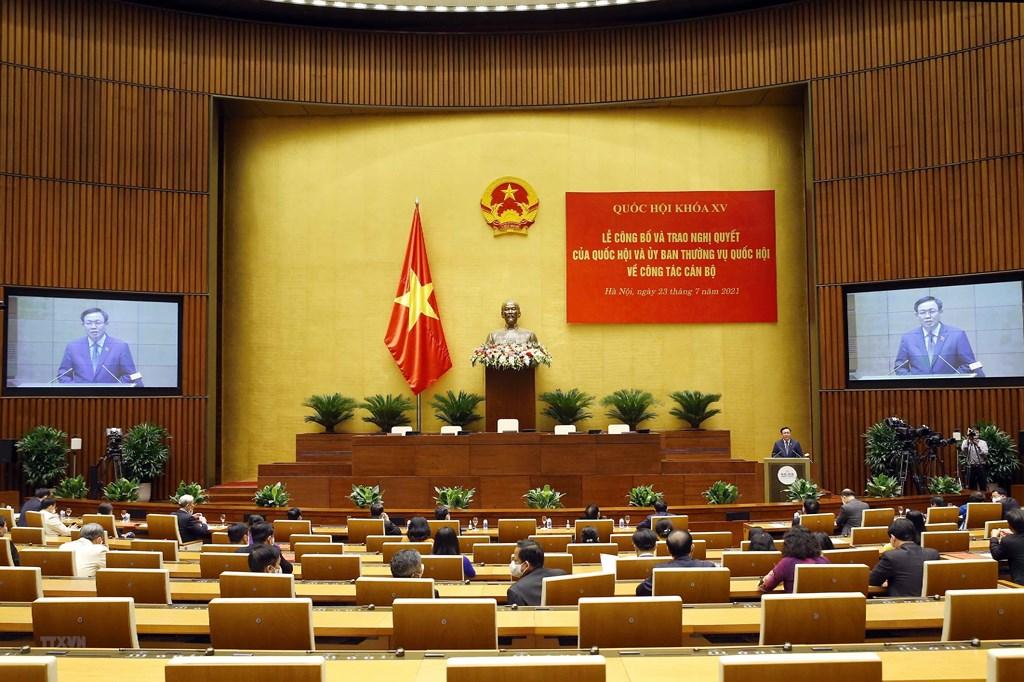 Hình ảnh lễ trao Nghị quyết của Quốc hội về công tác cán bộ