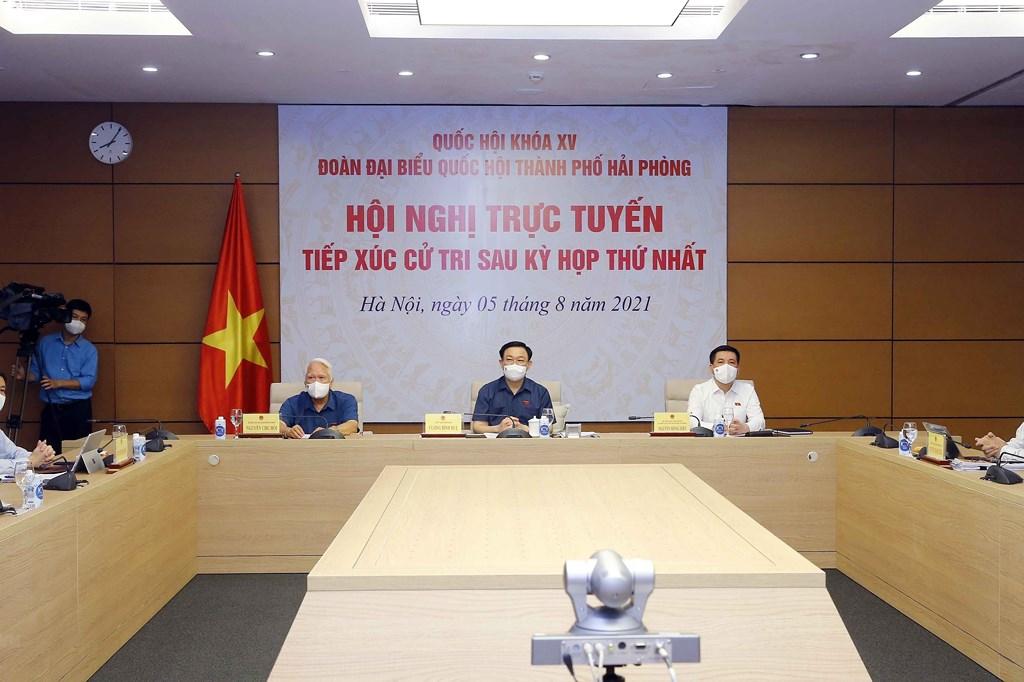 Chủ tịch Quốc hội Vương Đình Huệ tiếp xúc trực tuyến cử tri Hải Phòng