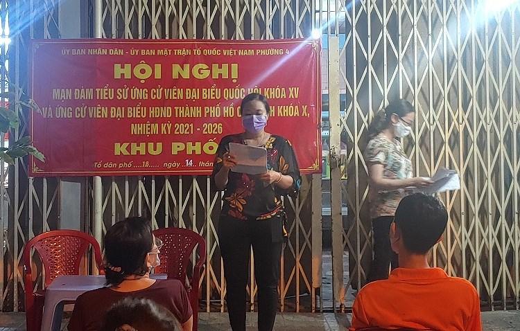 TP Ho Chi Minh ruc ro co do sao vang chao mung ngay bau cu 23/5 hinh anh 9