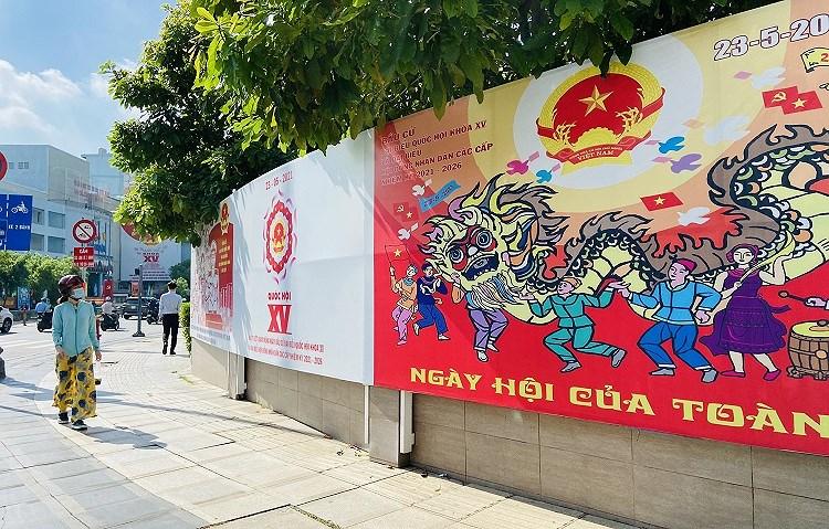 TP Ho Chi Minh ruc ro co do sao vang chao mung ngay bau cu 23/5 hinh anh 12