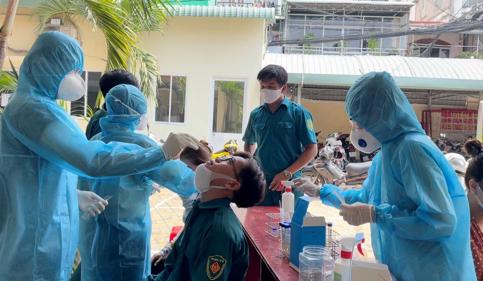 TP Ho Chi Minh: Dung bo phieu tai diem bau cu neu phat hien truong hop nghi nhiem hoac mac COVID-19 hinh anh 1