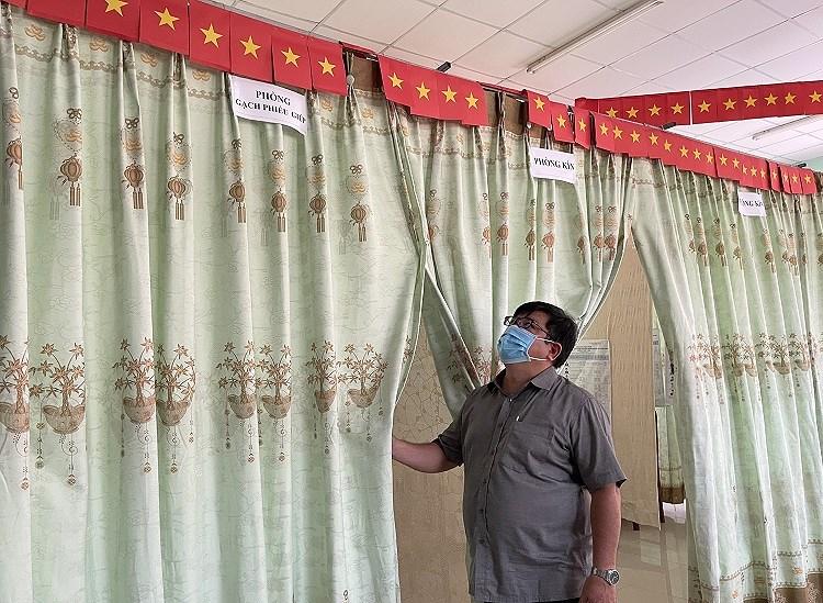 TP Ho Chi Minh dam bao phong dich COVID-19 toi datrong ngay bau cu 23/5 hinh anh 6