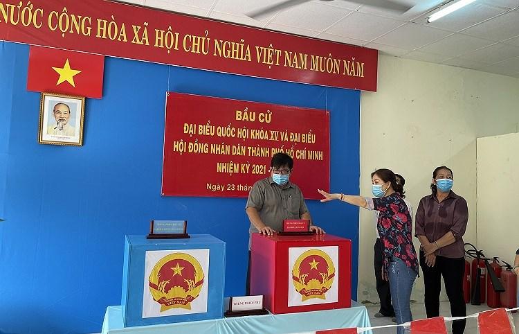 TP Ho Chi Minh dam bao phong dich COVID-19 toi datrong ngay bau cu 23/5 hinh anh 1