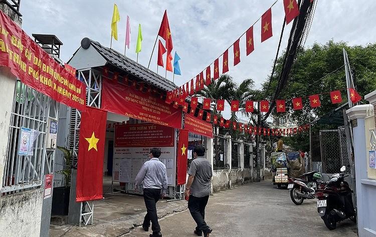 TP Ho Chi Minh dam bao phong dich COVID-19 toi datrong ngay bau cu 23/5 hinh anh 2