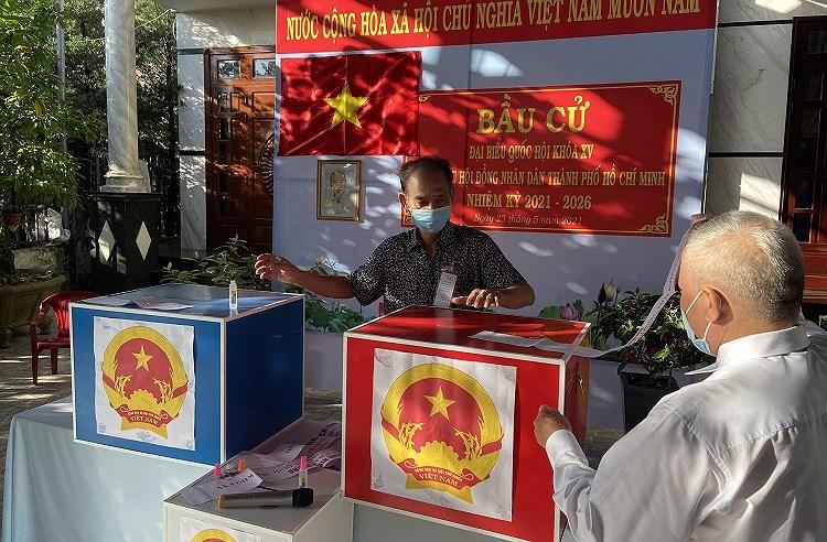 TP Ho Chi Minh: Duong pho nhon nhip tu sang som khi cu tri no nuc di bau cu hinh anh 2