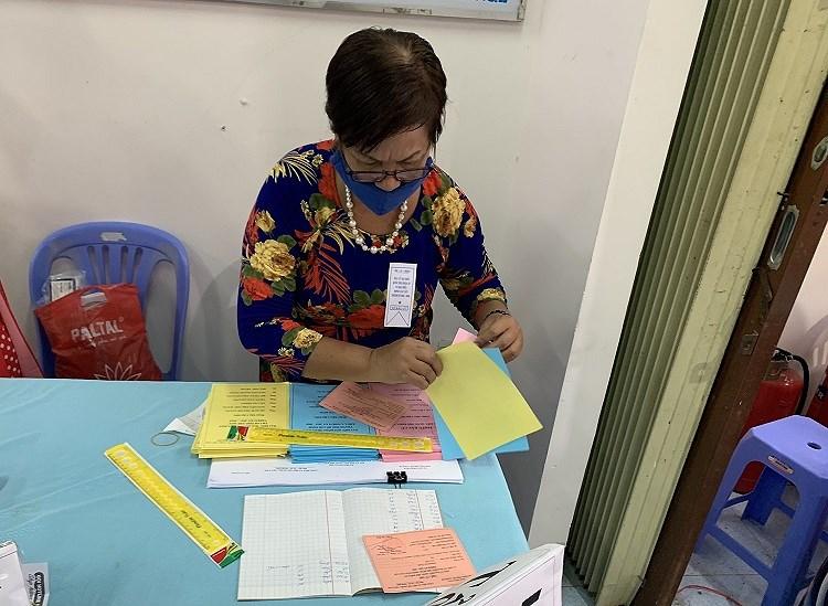 TP Ho Chi Minh: Duong pho nhon nhip tu sang som khi cu tri no nuc di bau cu hinh anh 11