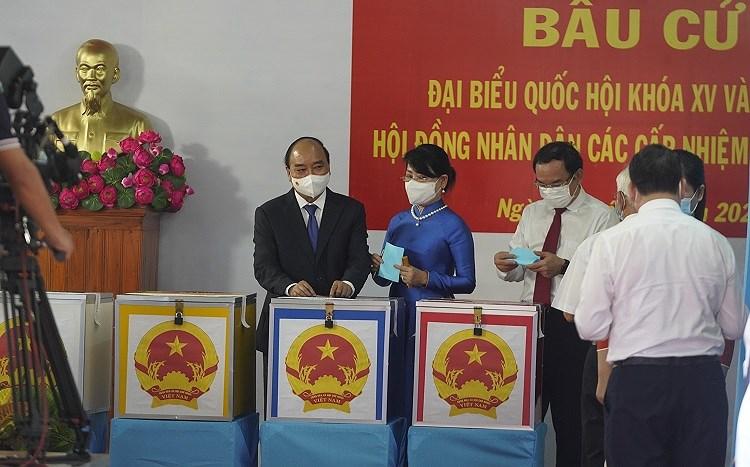 TP Ho Chi Minh: Duong pho nhon nhip tu sang som khi cu tri no nuc di bau cu hinh anh 1