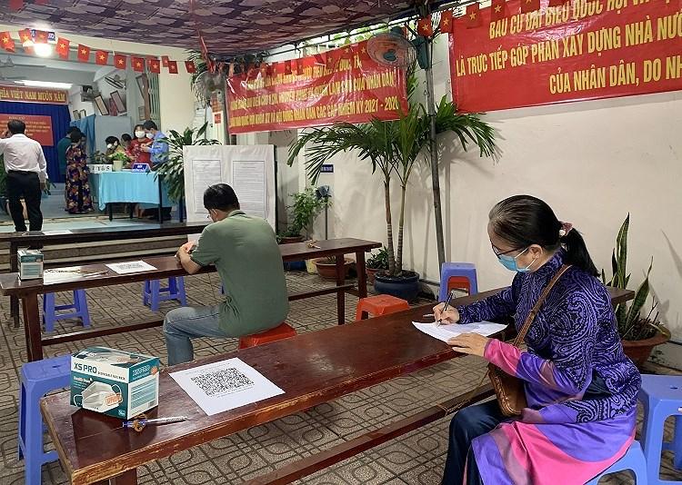 TP Ho Chi Minh: Duong pho nhon nhip tu sang som khi cu tri no nuc di bau cu hinh anh 3