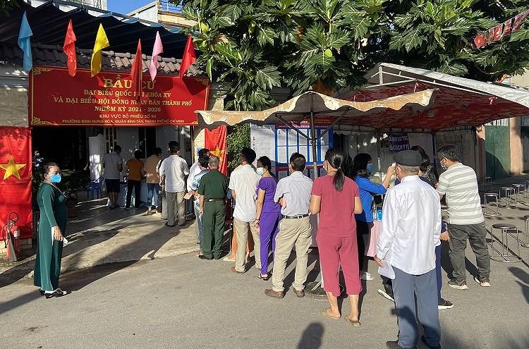 TP Ho Chi Minh: Duong pho nhon nhip tu sang som khi cu tri no nuc di bau cu hinh anh 4