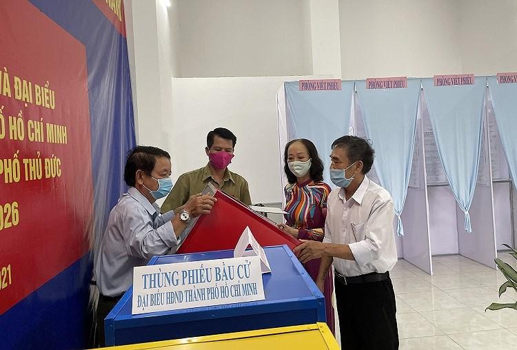 TP Ho Chi Minh: Duong pho nhon nhip tu sang som khi cu tri no nuc di bau cu hinh anh 8