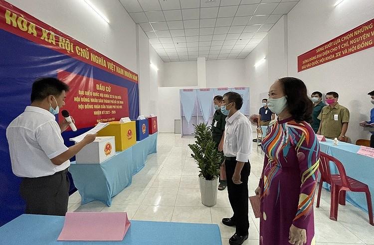 TP Ho Chi Minh: Duong pho nhon nhip tu sang som khi cu tri no nuc di bau cu hinh anh 10