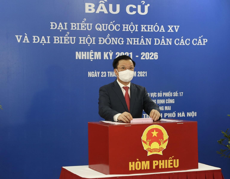 Bi thu Thanh uy Ha Noi Dinh Tien Dung: Moi la phieu deu co gia tri va y nghia thieng lieng hinh anh 1