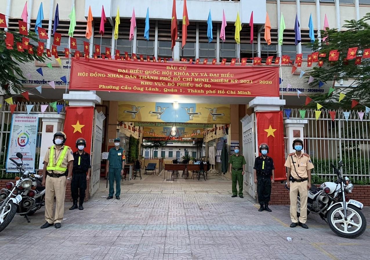 CSGT TP Ho Chi Minh ra quan dam bao an ninh trong ngay bau cu hinh anh 2