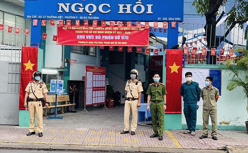 CSGT TP Ho Chi Minh ra quan dam bao an ninh trong ngay bau cu hinh anh 5