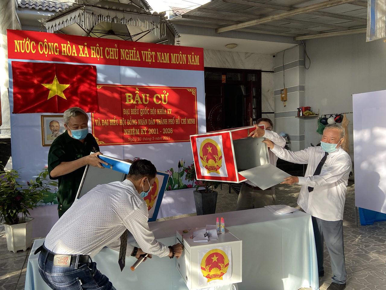 CSGT TP Ho Chi Minh ra quan dam bao an ninh trong ngay bau cu hinh anh 6