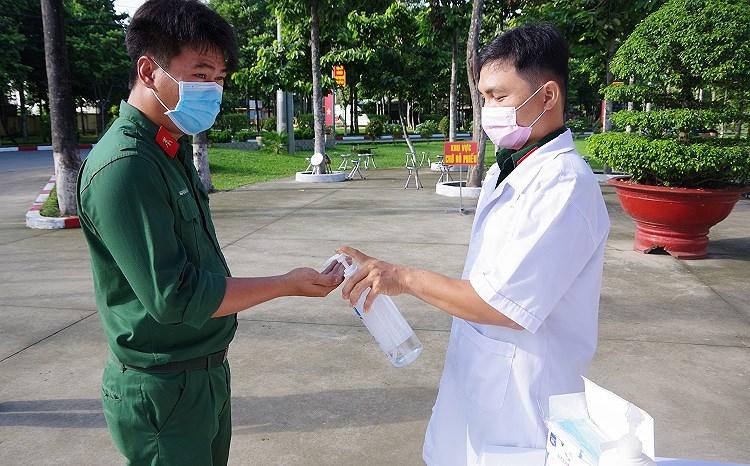 Cu tri TP Ho Chi Minh tuan thu nghiem cac quy dinh phong dich khi di bo phieu bau cu hinh anh 4