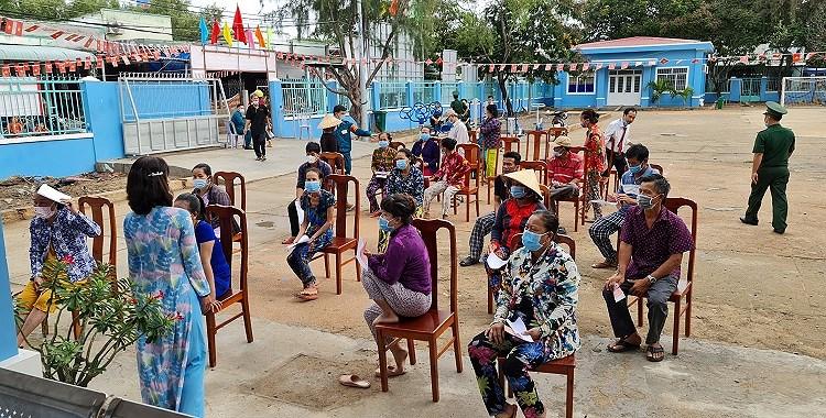 Nguoi dan xa dao duy nhat cua TP Ho Chi Minh hao huc di bau cu hinh anh 4