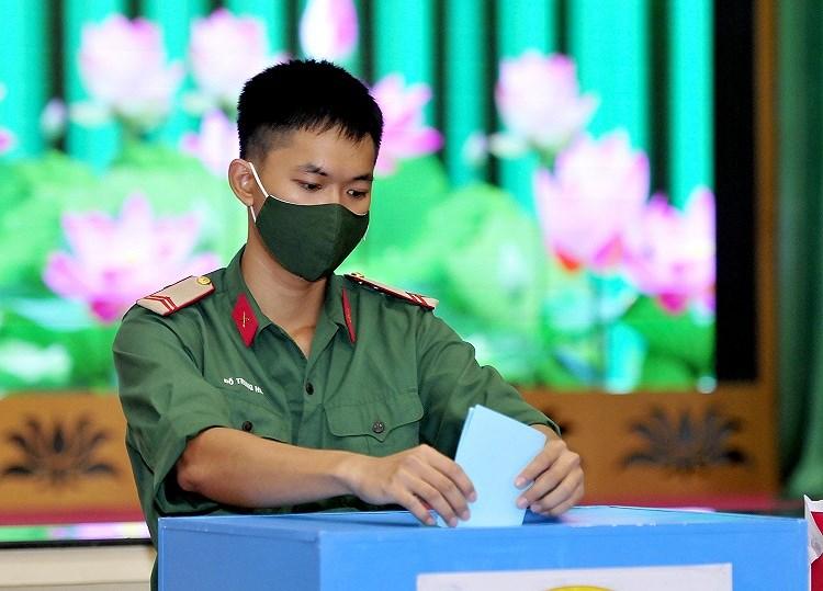 Cac chien sy ao xanh hoan thanh nhiem vu bo phieu tai TP Ho Chi Minh hinh anh 1