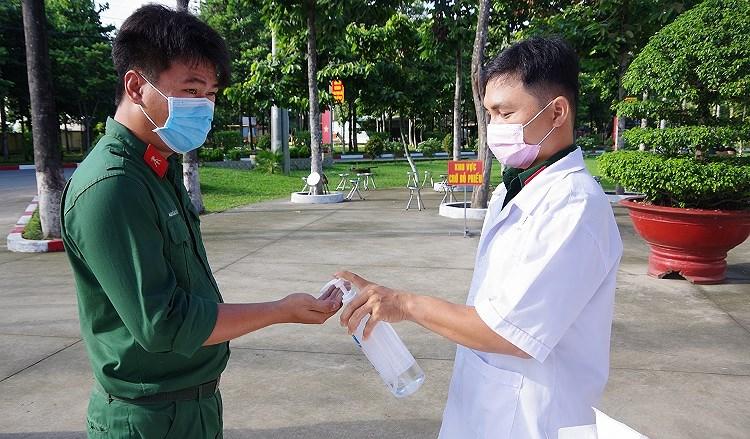 Cac chien sy ao xanh hoan thanh nhiem vu bo phieu tai TP Ho Chi Minh hinh anh 2