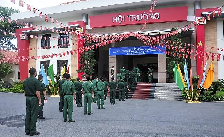 Cac chien sy ao xanh hoan thanh nhiem vu bo phieu tai TP Ho Chi Minh hinh anh 7