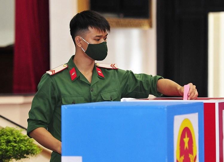 Cac chien sy ao xanh hoan thanh nhiem vu bo phieu tai TP Ho Chi Minh hinh anh 8