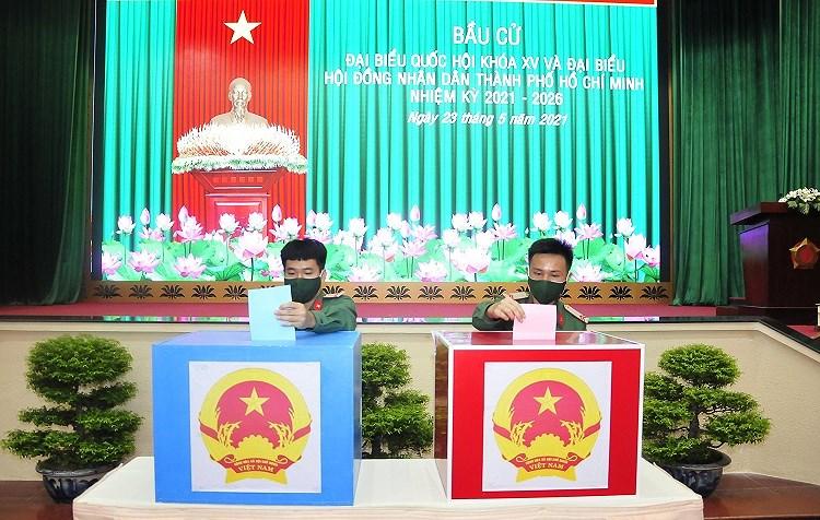 Cac chien sy ao xanh hoan thanh nhiem vu bo phieu tai TP Ho Chi Minh hinh anh 9