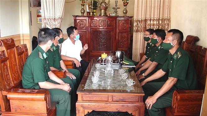 Quang Binh day manh tuyen truyen bau cu cho nguoi dan vung bien hinh anh 1