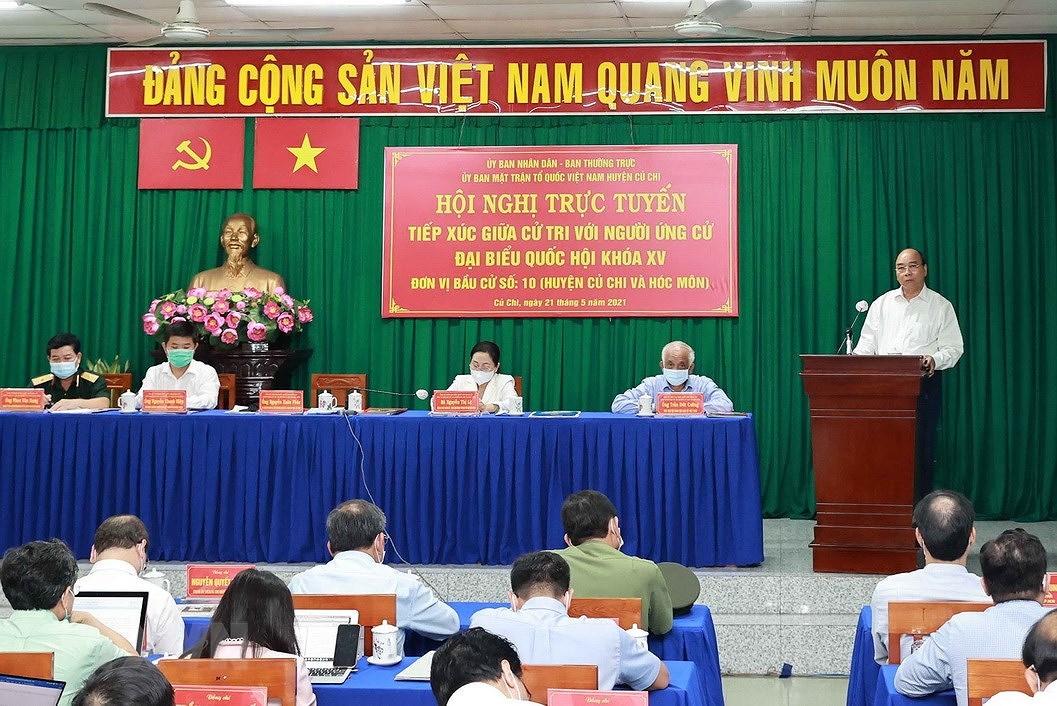 Chu tich nuoc Nguyen Xuan Phuc tiep xuc cu tri huyen Cu Chi va Hoc Mon hinh anh 1