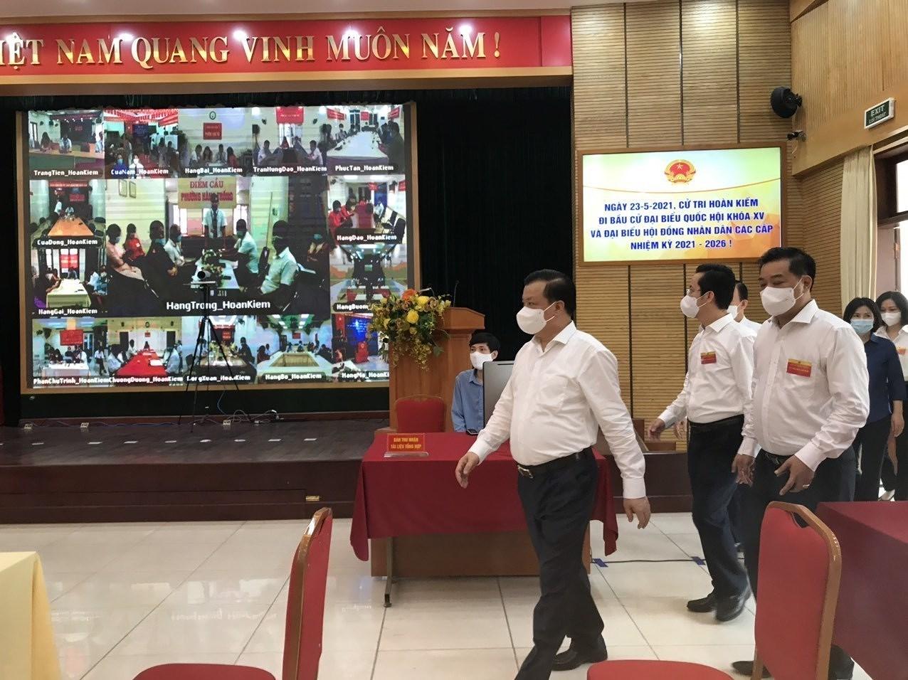 Bi thu Thanh uy Ha Noi kiem tra cong tac bau cu tai cac quan trung tam hinh anh 1