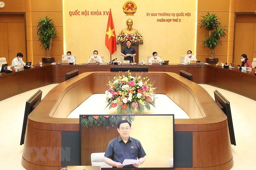 Phien hop Uy ban Thuong vu Quoc hoi: Cho y kien 6 du an luat hinh anh 2