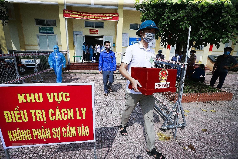 Hoa Binh to chuc dien tap bo phieu bau cu tai cac diem cach ly hinh anh 2