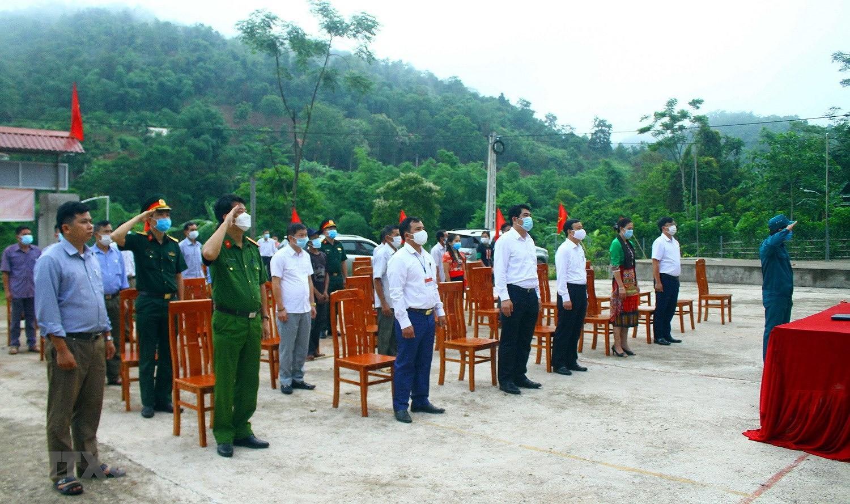 Hinh anh cu tri bau cu som tai Quang Binh, Ca Mau, Hau Giang, Nghe An hinh anh 29