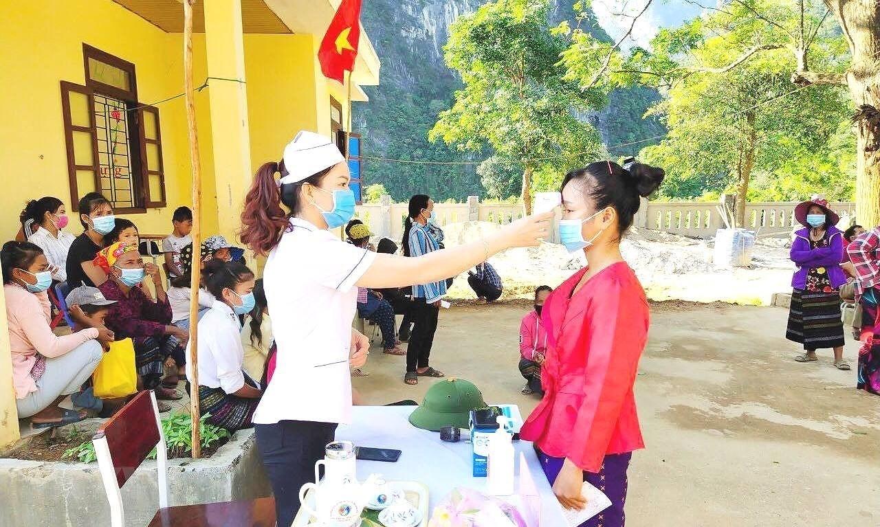 Hinh anh cu tri bau cu som tai Quang Binh, Ca Mau, Hau Giang, Nghe An hinh anh 7