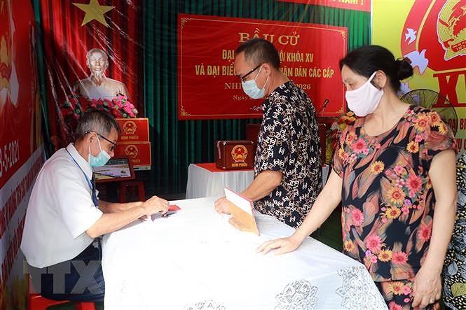 Bau cu QH va HDND: 18 don vi bau cu tai Nam Dinh to chuc bau cu them hinh anh 1