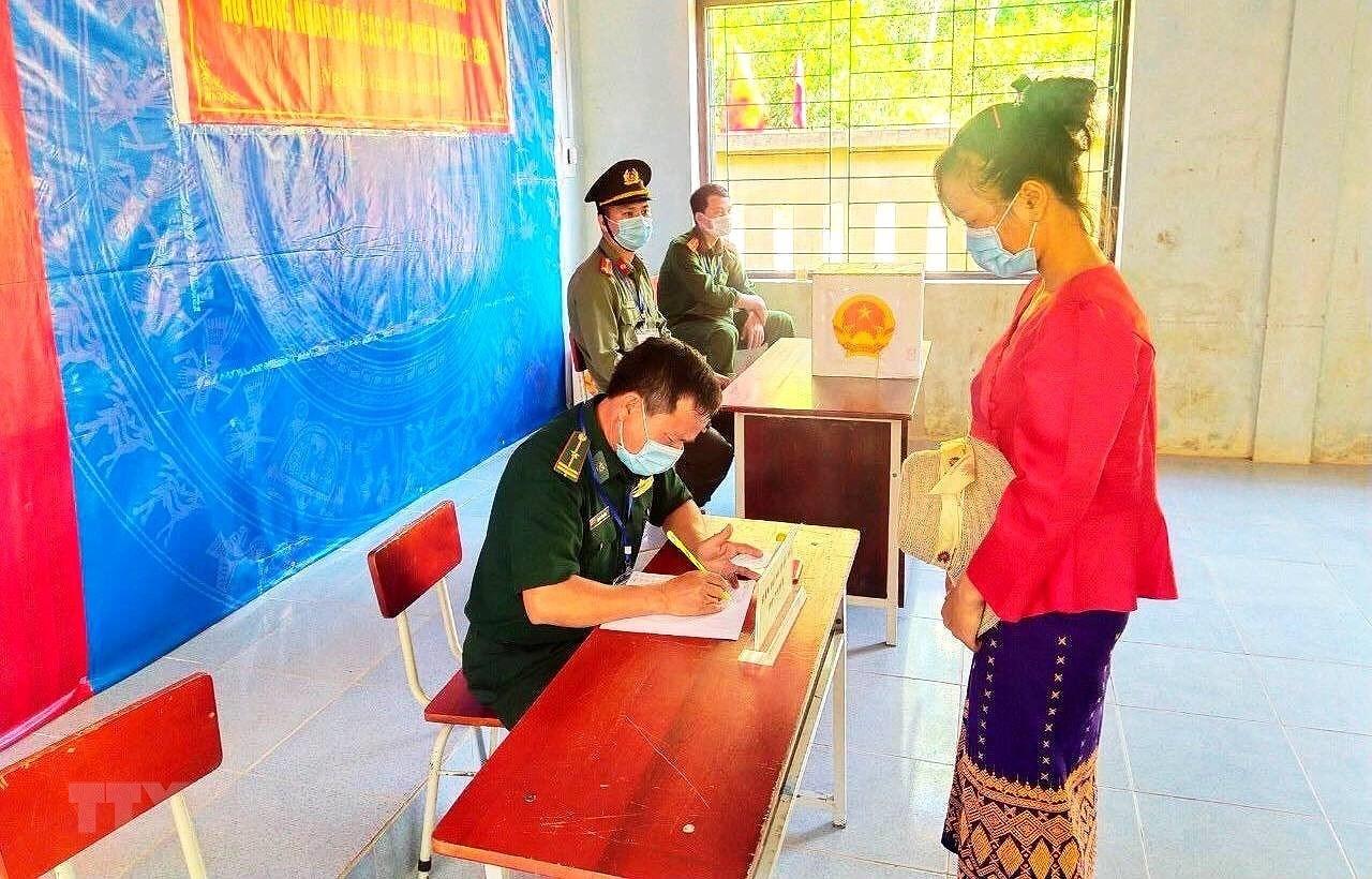 Quang Binh: Nguoi dan vung bien gioi phan khoi bau chon dai bieu uu tu hinh anh 1