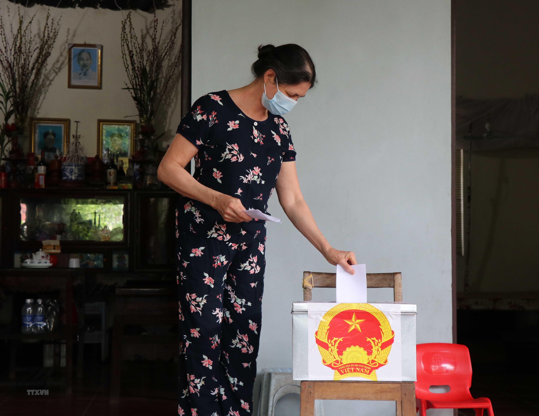 Bac Ninh: Cu tri di bau cu an toan trong 'tam dich' Mao Dien hinh anh 1