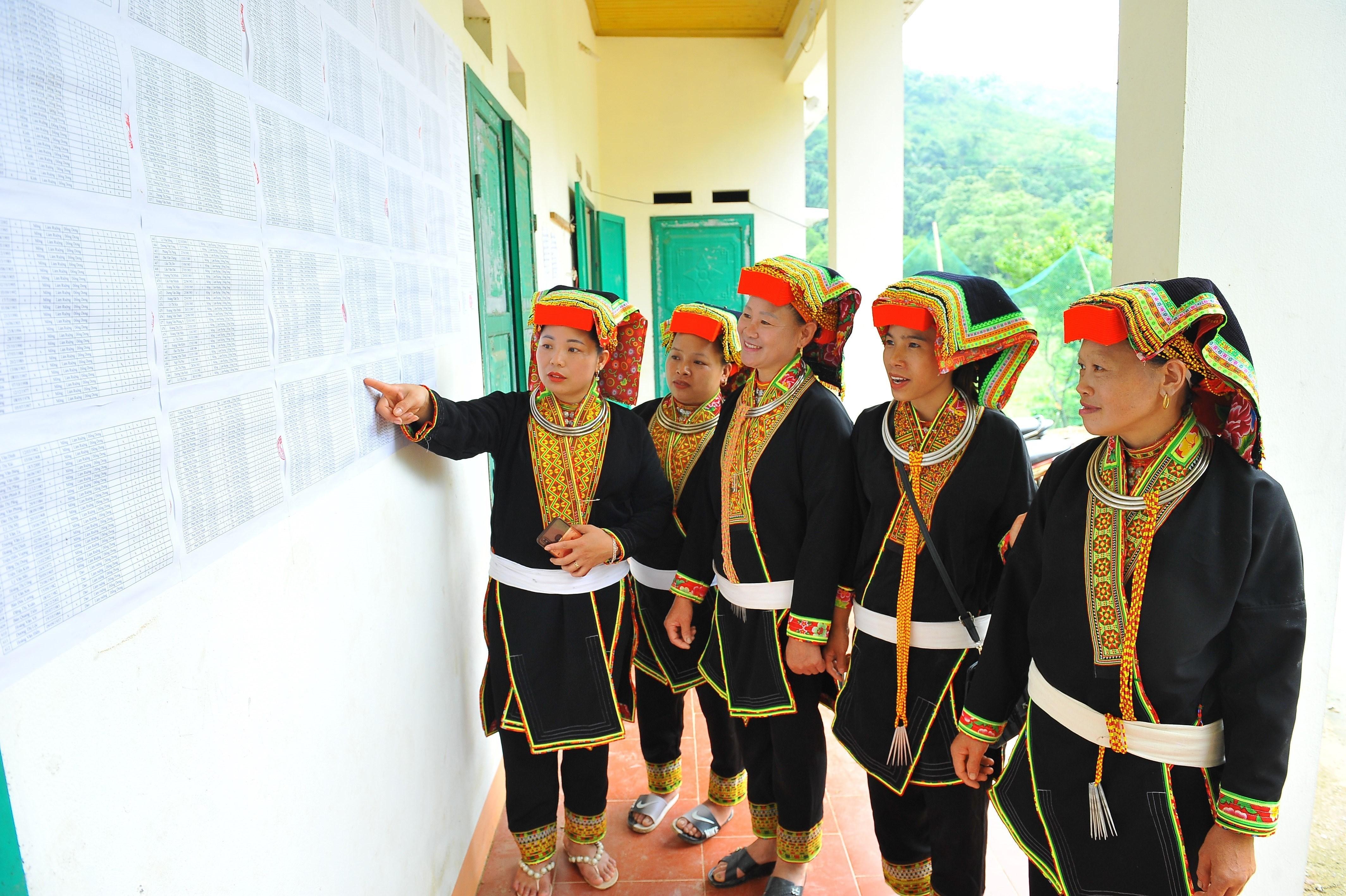 Thai Nguyen day manh tuyen truyen bau cu trong vung dong bao dan toc hinh anh 8