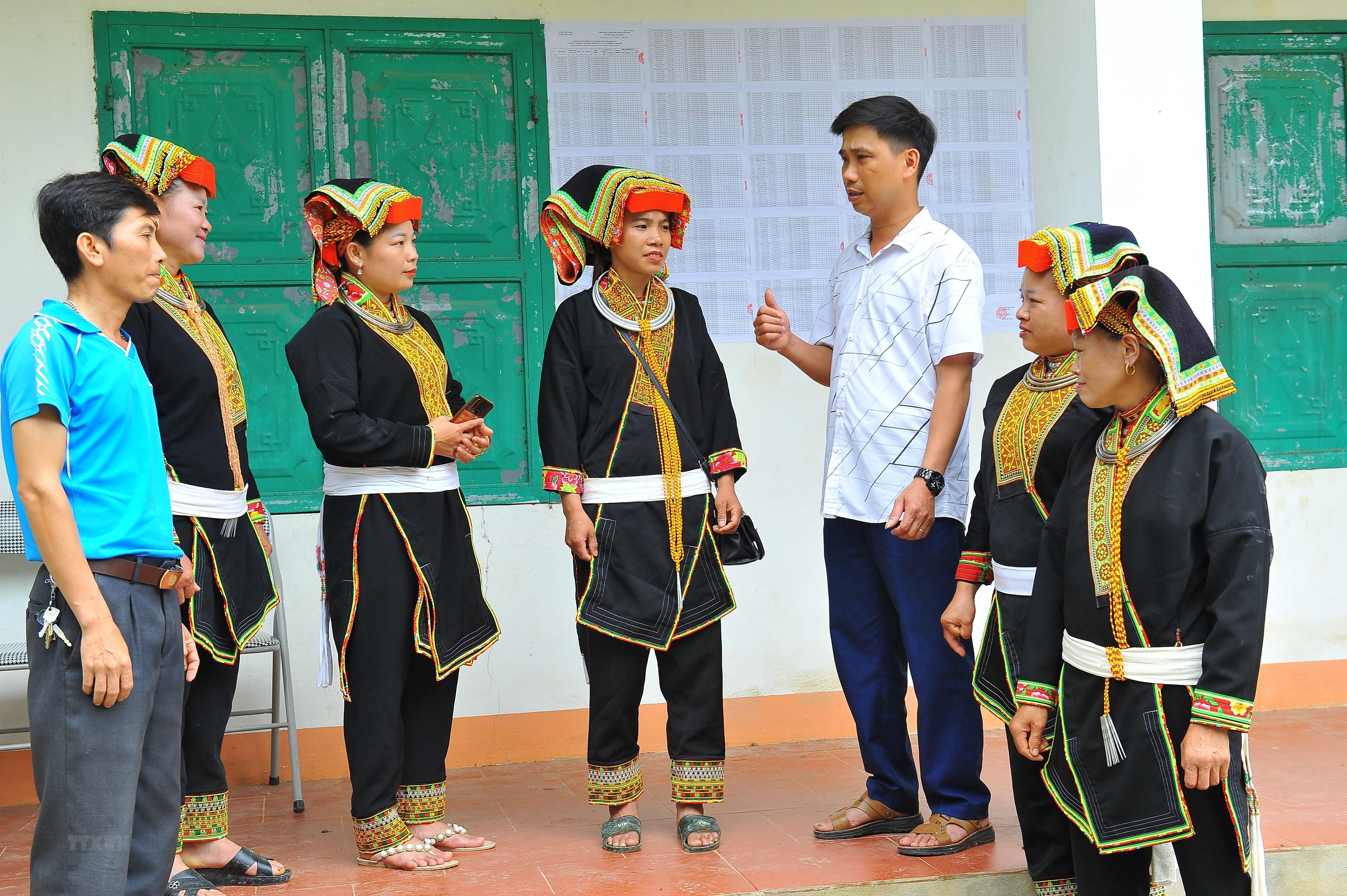 Thai Nguyen day manh tuyen truyen bau cu trong vung dong bao dan toc hinh anh 9