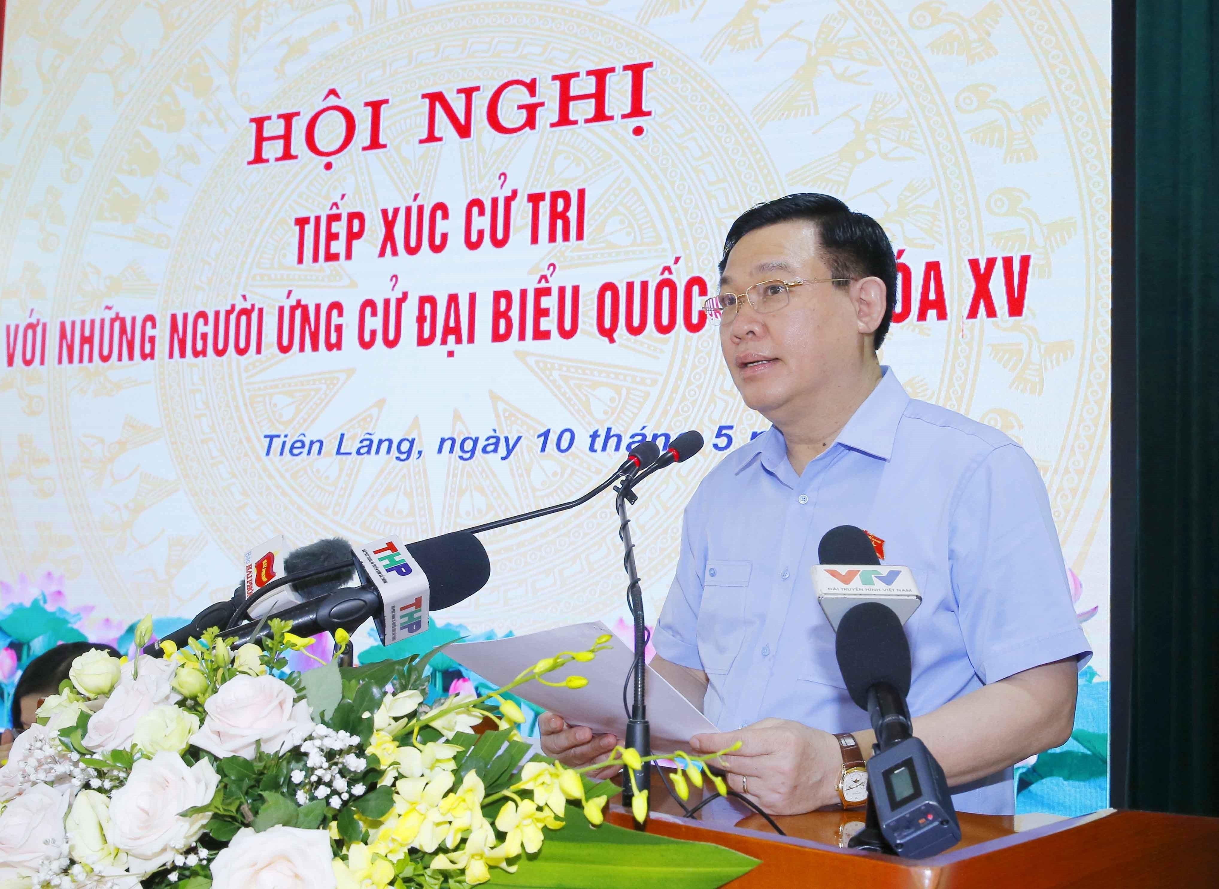 [Photo] Chu tich Quoc hoi Vuong Dinh Hue van dong bau cu tai Hai Phong hinh anh 3