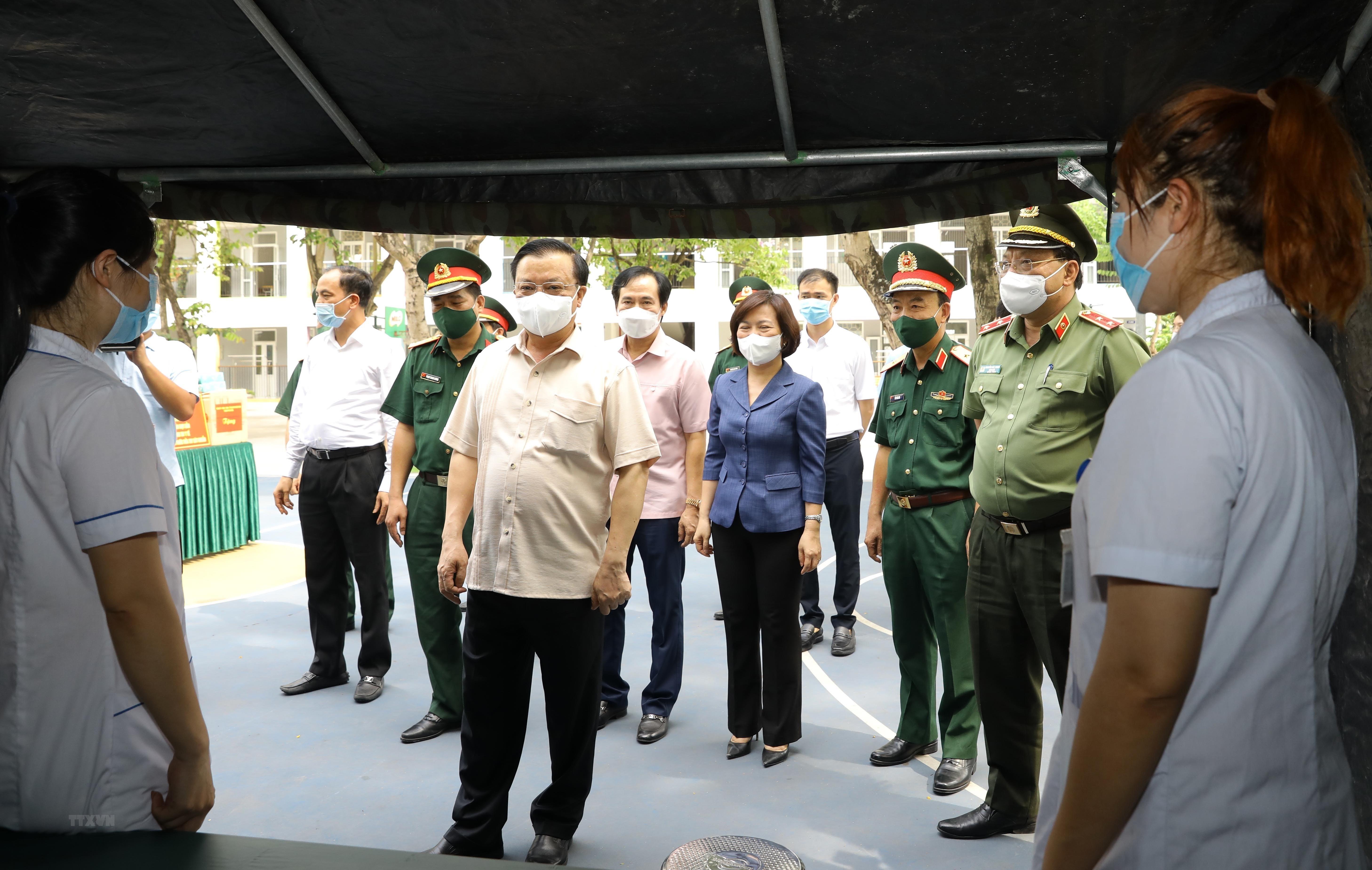 Bi thu Thanh uy Ha Noi kiem tra cong tac chuan bi bau cu va phong dich hinh anh 11