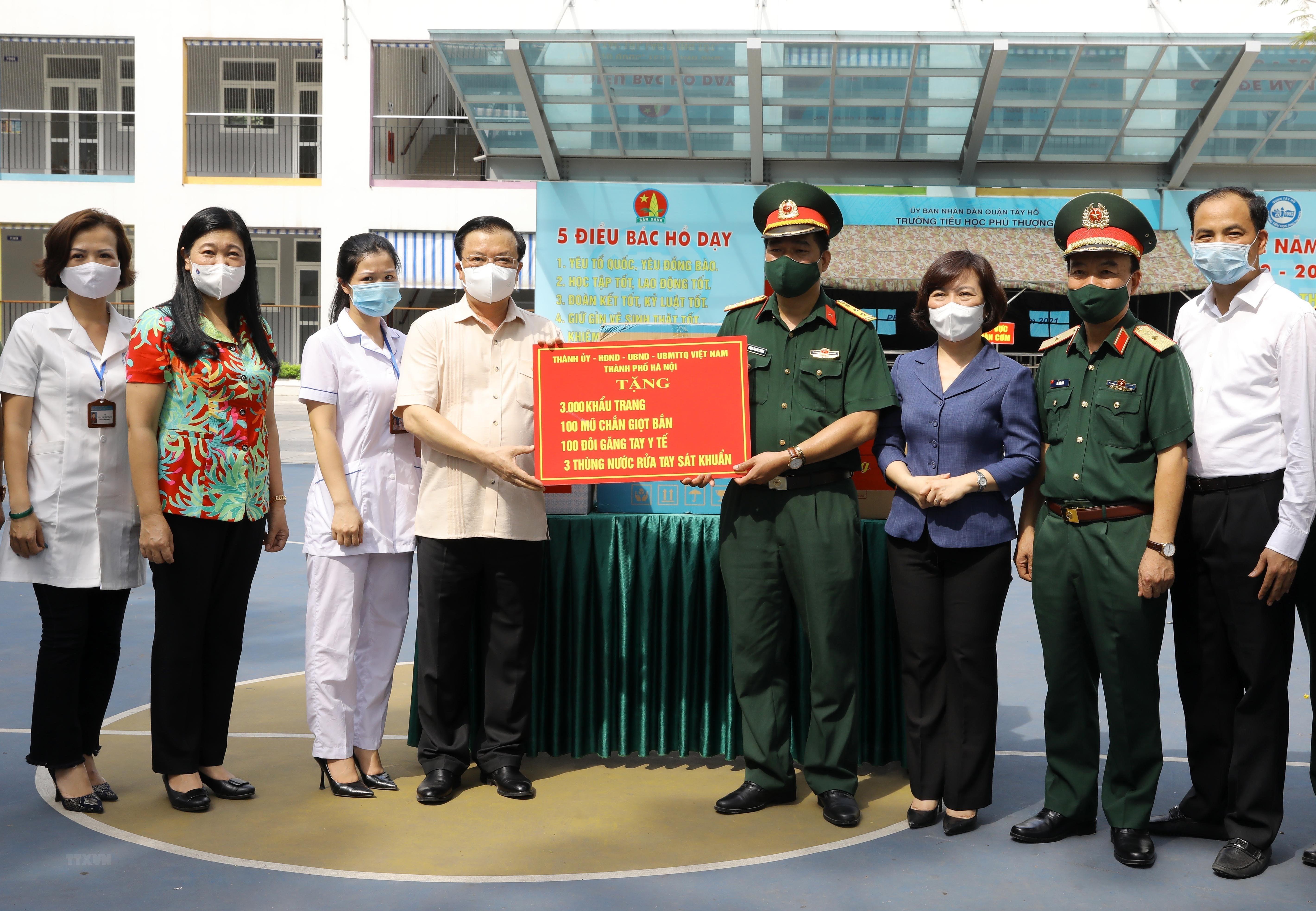 Bi thu Thanh uy Ha Noi kiem tra cong tac chuan bi bau cu va phong dich hinh anh 12
