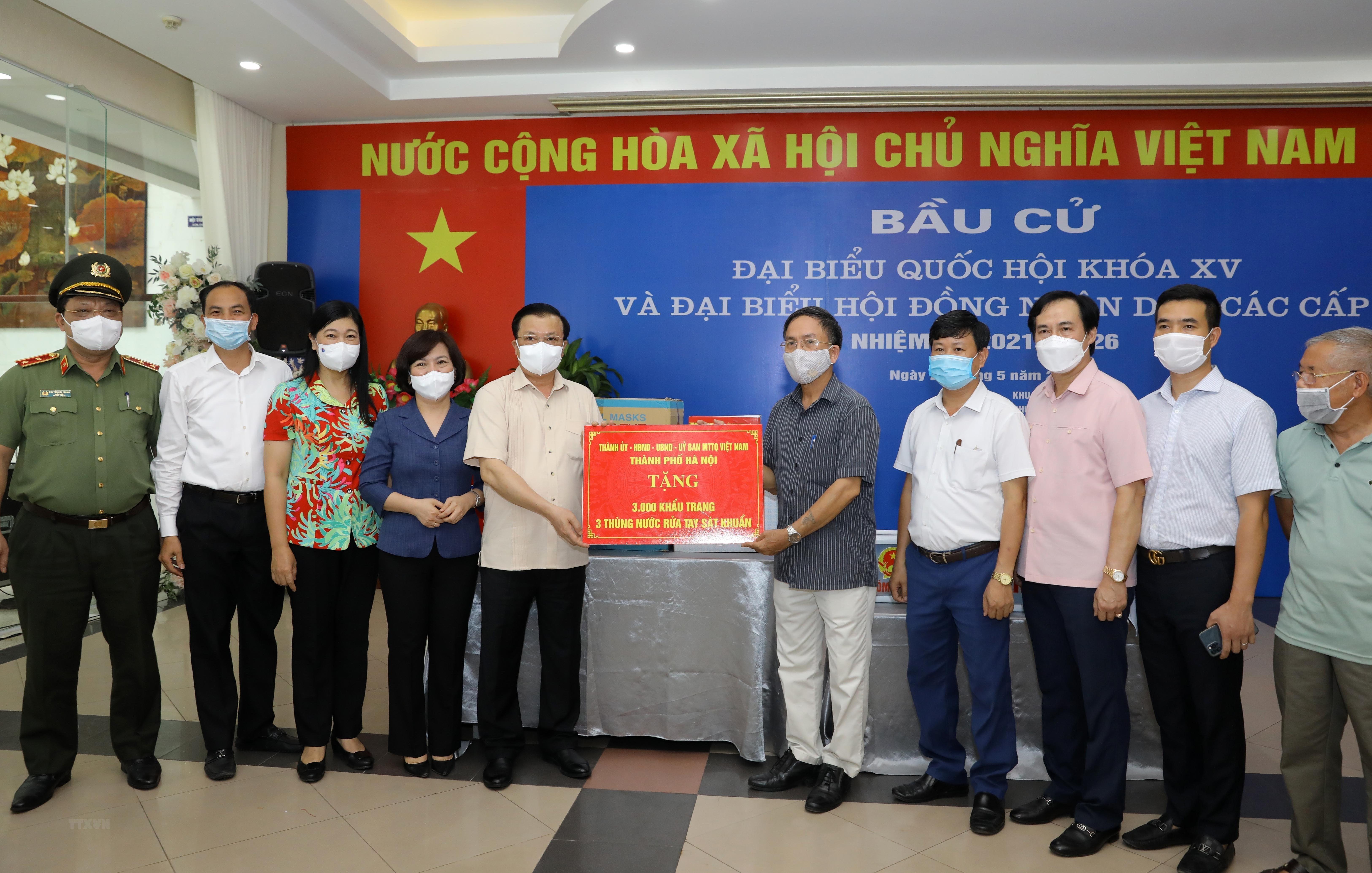 Bi thu Thanh uy Ha Noi kiem tra cong tac chuan bi bau cu va phong dich hinh anh 13