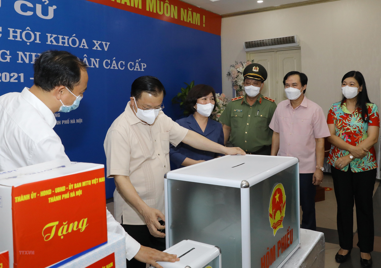 Bi thu Thanh uy Ha Noi kiem tra cong tac chuan bi bau cu va phong dich hinh anh 4