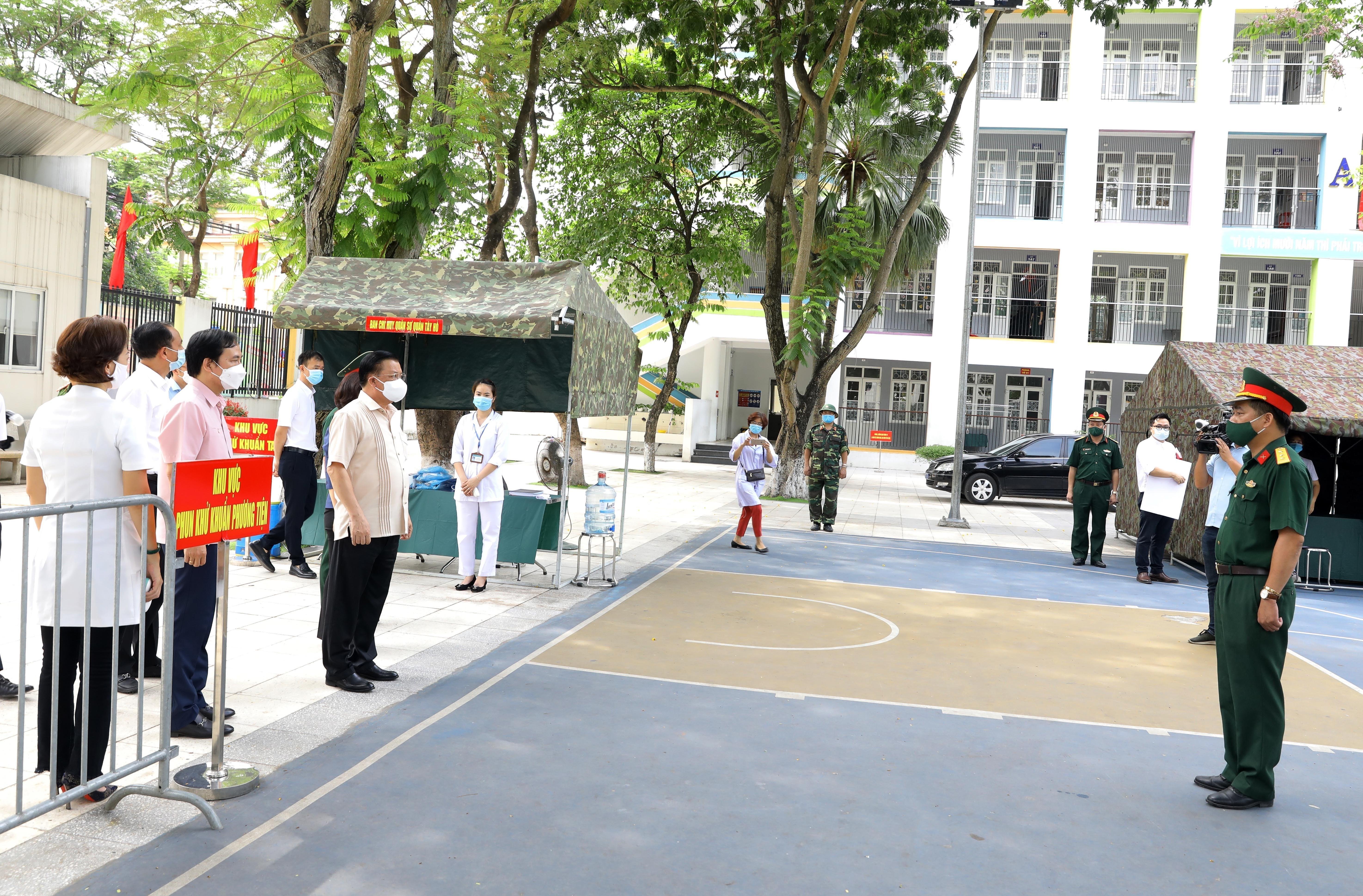 Bi thu Thanh uy Ha Noi kiem tra cong tac chuan bi bau cu va phong dich hinh anh 5