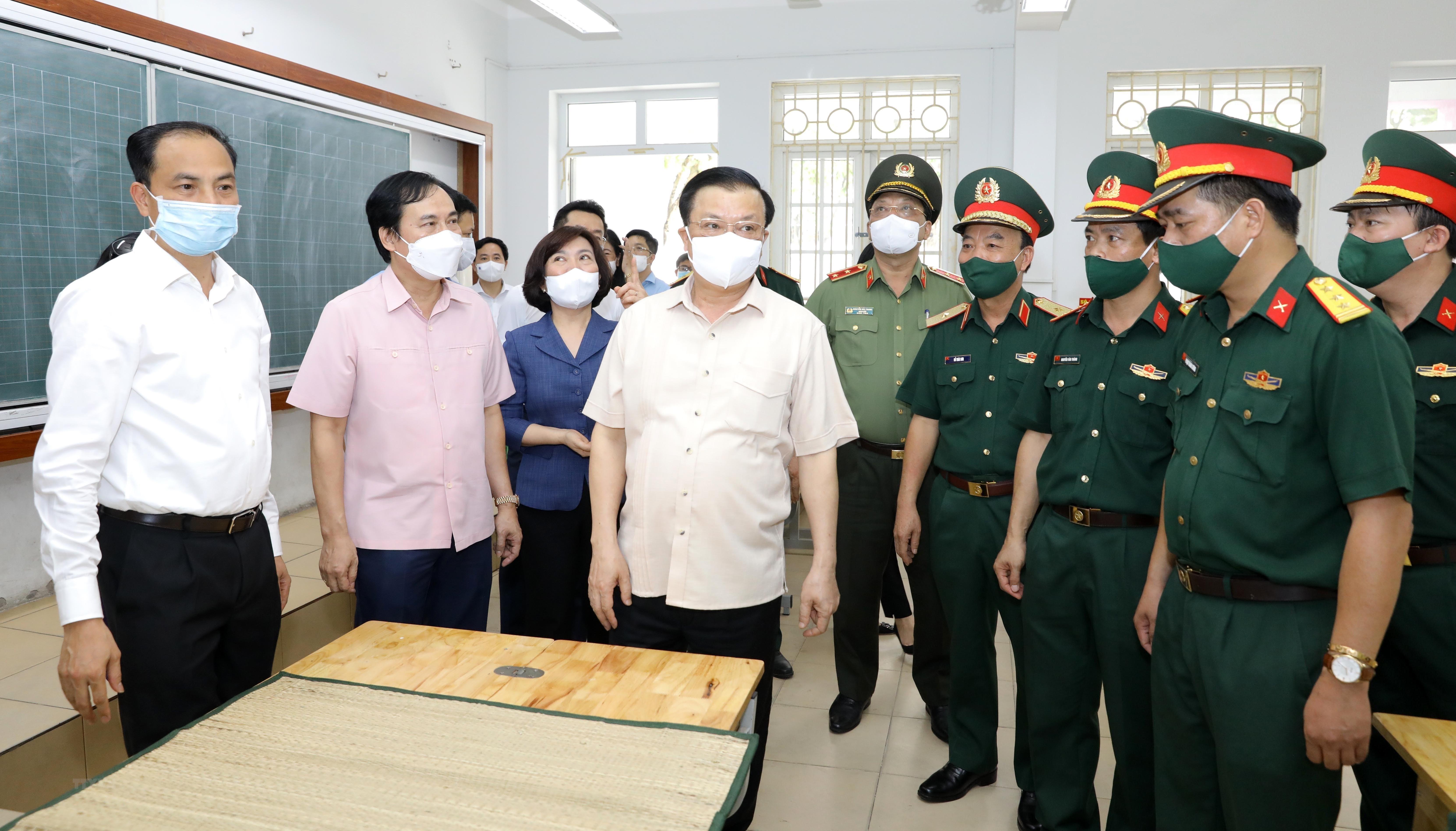 Bi thu Thanh uy Ha Noi kiem tra cong tac chuan bi bau cu va phong dich hinh anh 6