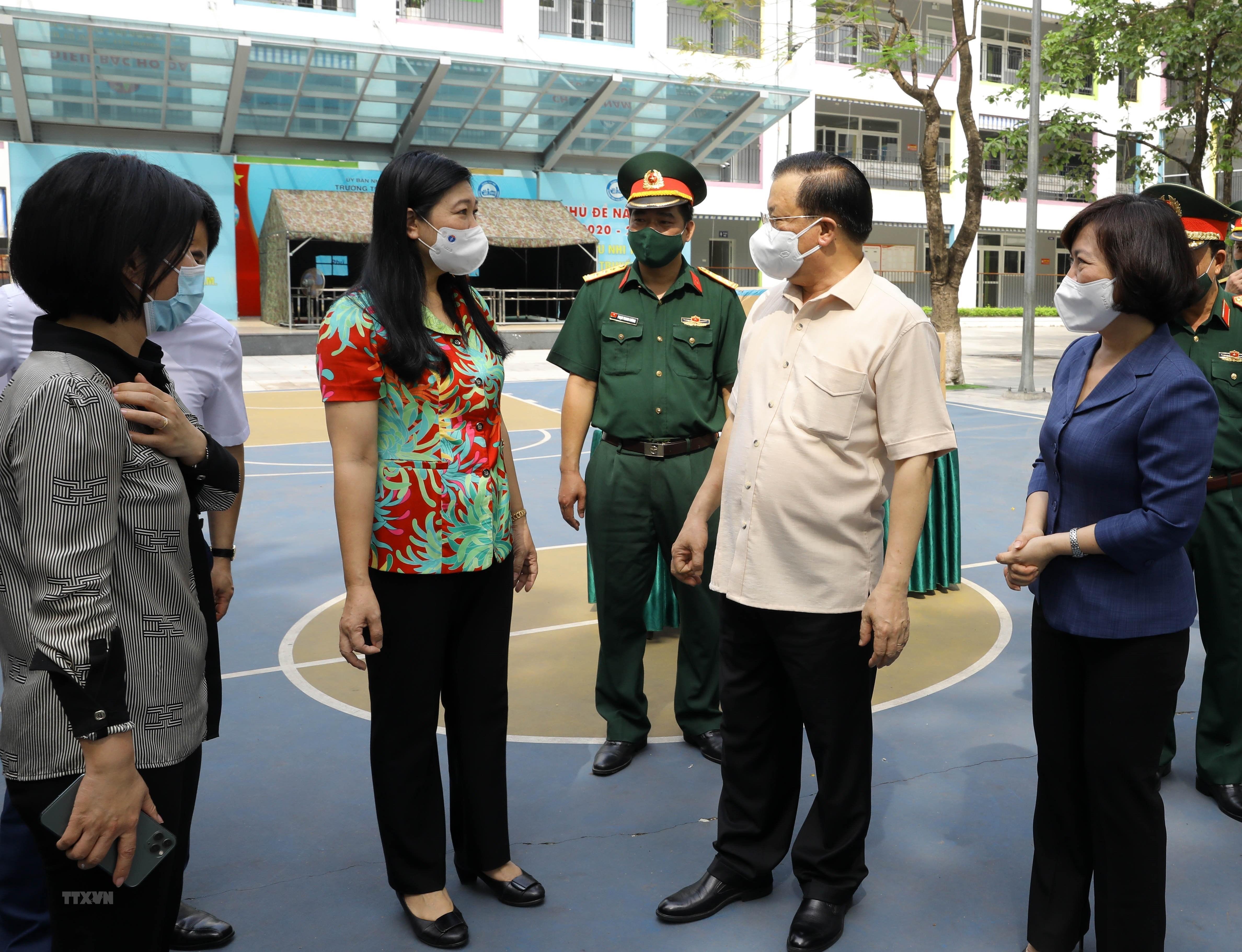 Bi thu Thanh uy Ha Noi kiem tra cong tac chuan bi bau cu va phong dich hinh anh 8