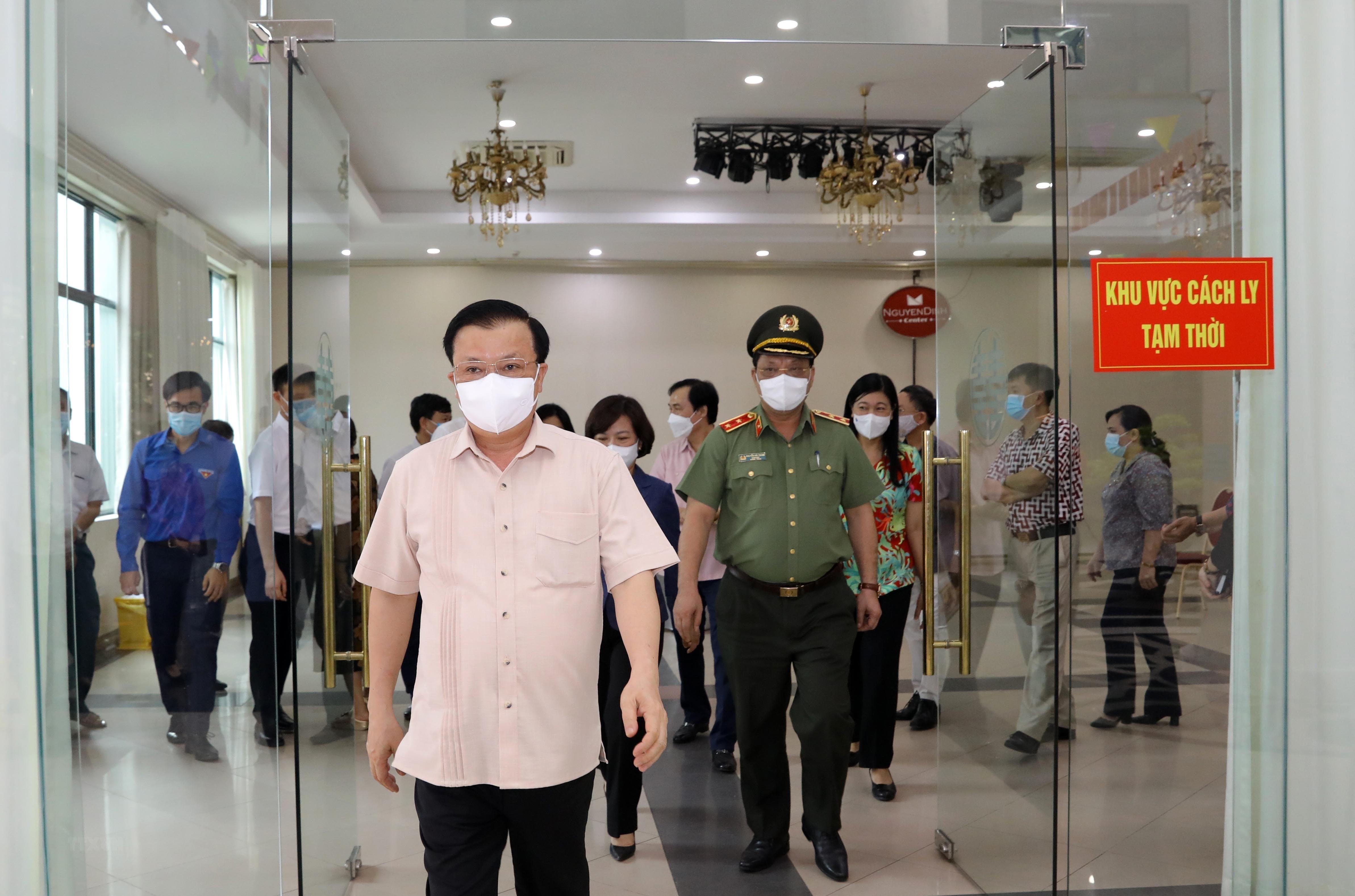 Bi thu Thanh uy Ha Noi kiem tra cong tac chuan bi bau cu va phong dich hinh anh 9