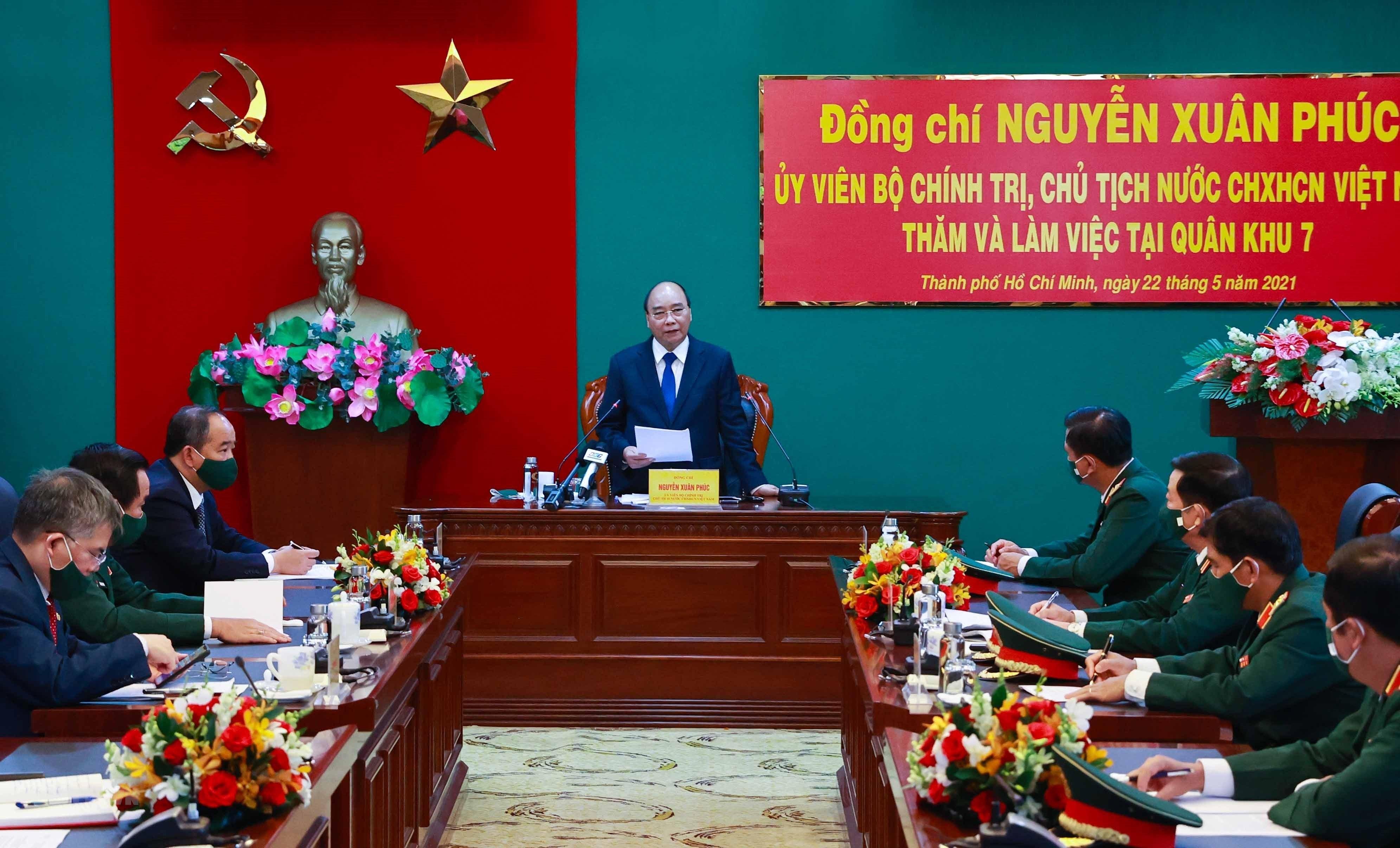 Hinh anh Chu tich nuoc Nguyen Xuan Phuc tham, lam viec tai Quan khu 7 hinh anh 1
