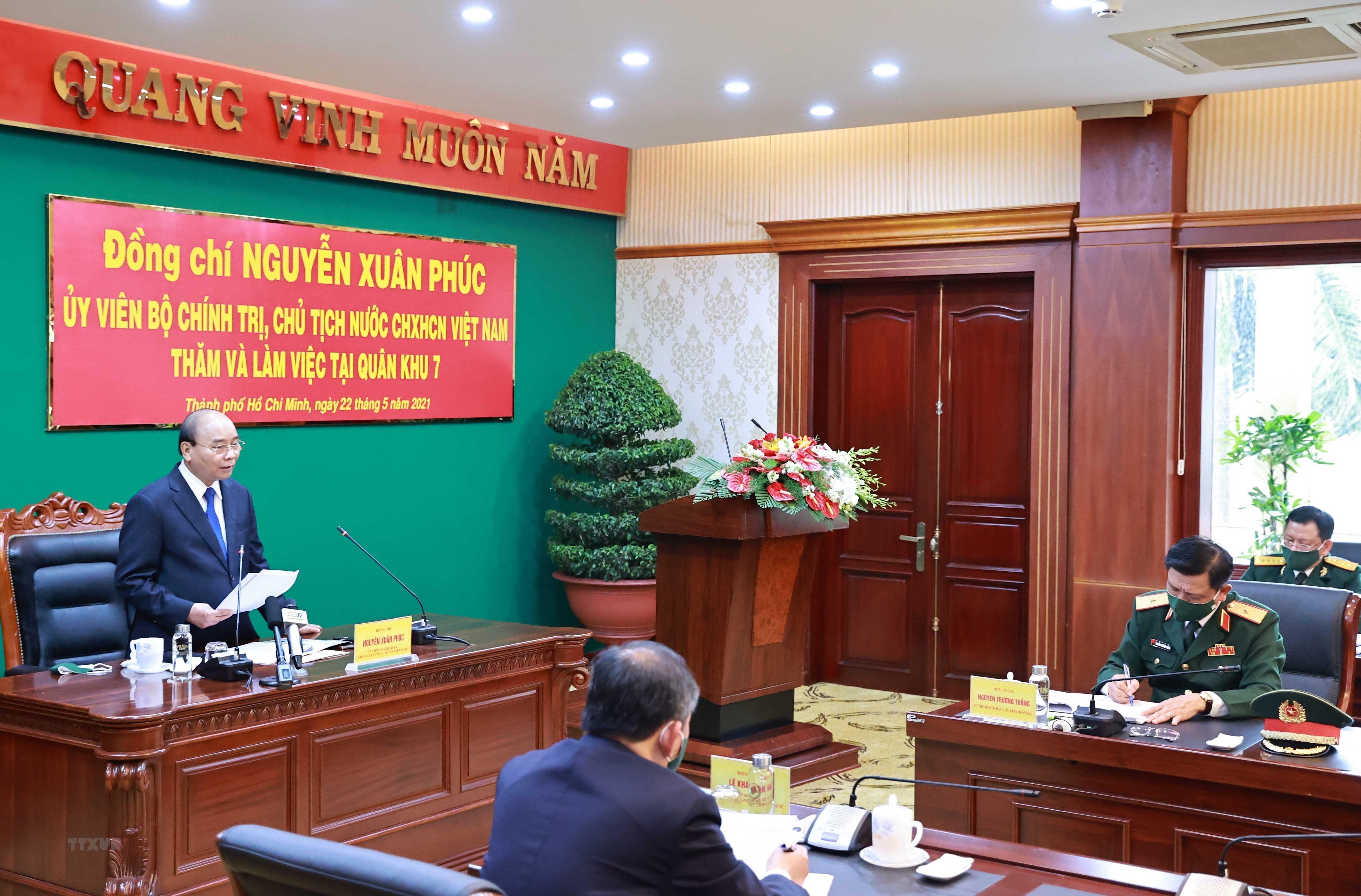 Hinh anh Chu tich nuoc Nguyen Xuan Phuc tham, lam viec tai Quan khu 7 hinh anh 3