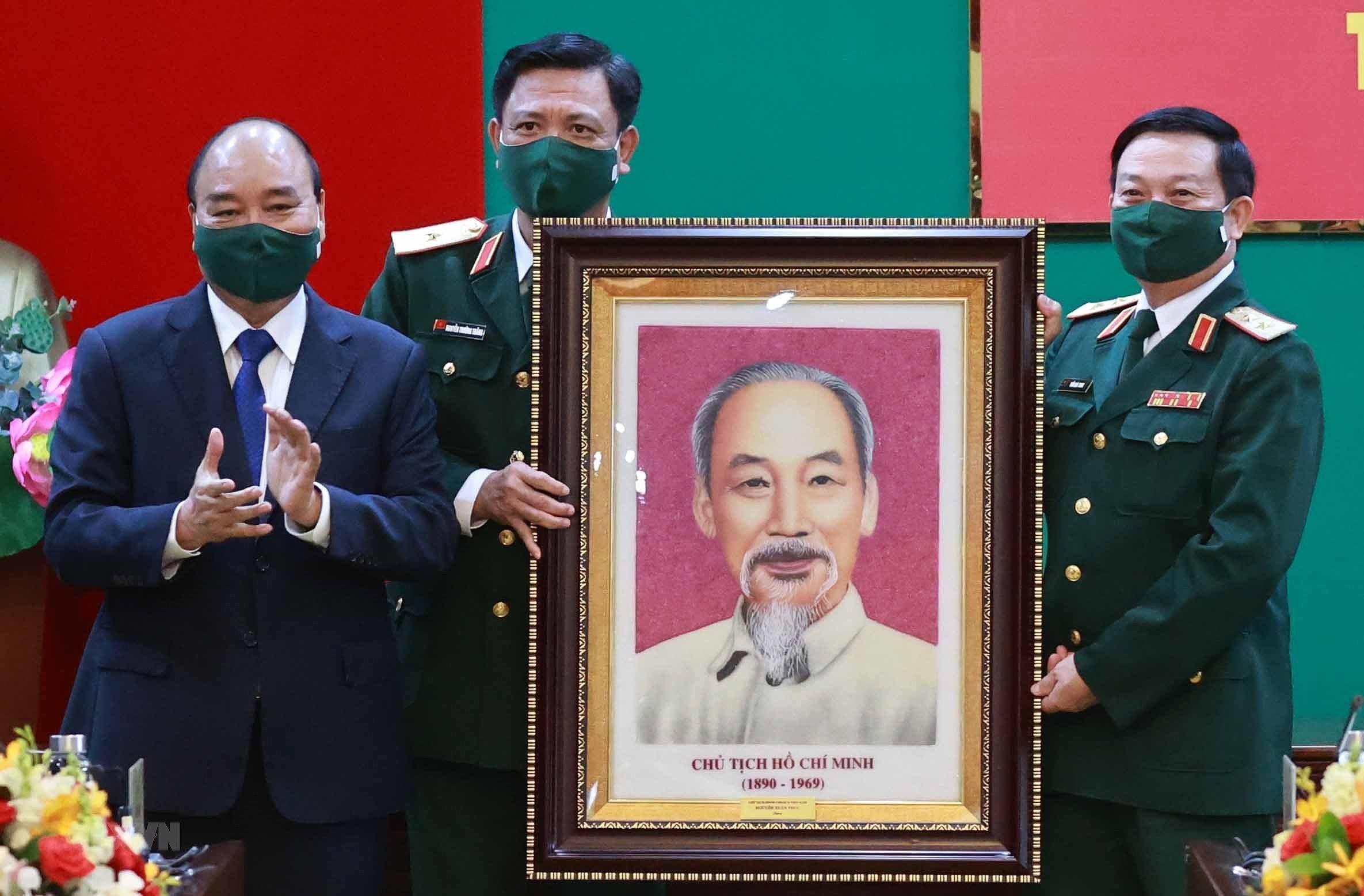 Hinh anh Chu tich nuoc Nguyen Xuan Phuc tham, lam viec tai Quan khu 7 hinh anh 5